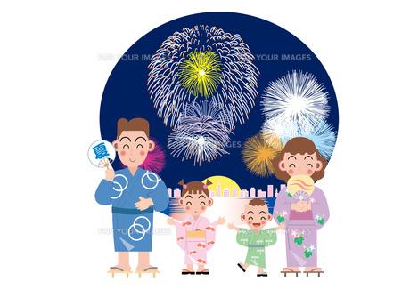 家族で見る花火大会の写真素材 [FYI00118771]