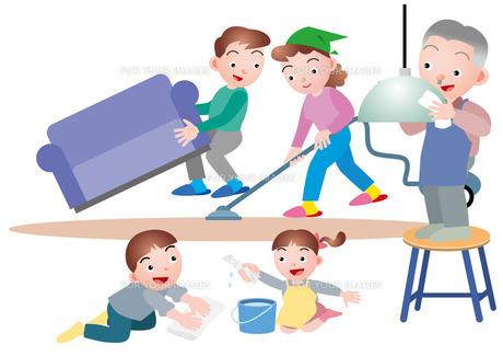 大掃除をする家族の写真素材 [FYI00118905]