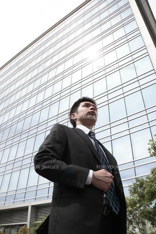 オフィス街の若いビジネスマンの素材 [FYI00119199]