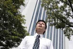 オフィス街の若いビジネスマンの素材 [FYI00119209]