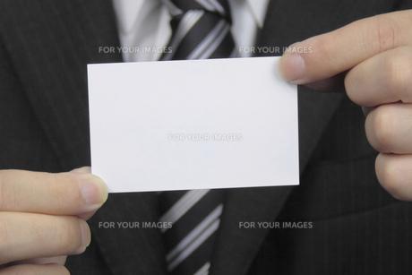 名刺を持つ手の素材 [FYI00119294]