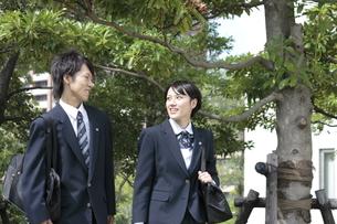 登校途中の高校生の写真素材 [FYI00119331]