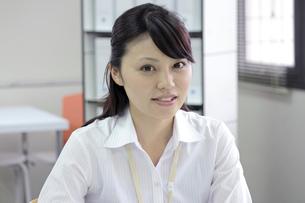 笑顔の爽やかなビジネスウーマンの素材 [FYI00119422]