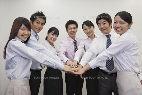 一致団結するビジネスチームの素材 [FYI00119423]