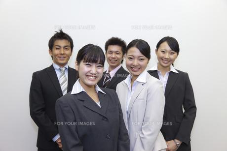 笑顔いっぱいのビジネスチームの素材 [FYI00119434]