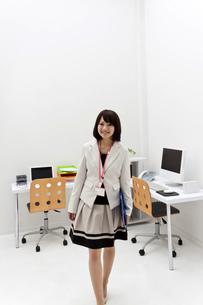 笑顔の新入社員の写真素材 [FYI00119438]