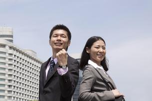 さわやかなビジネスマンとビジネスウーマンの素材 [FYI00119531]