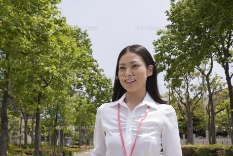 笑顔のさわやかなビジネスウーマンの素材 [FYI00119542]