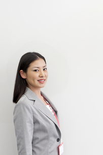 笑顔のビジネスウーマンの写真素材 [FYI00119643]