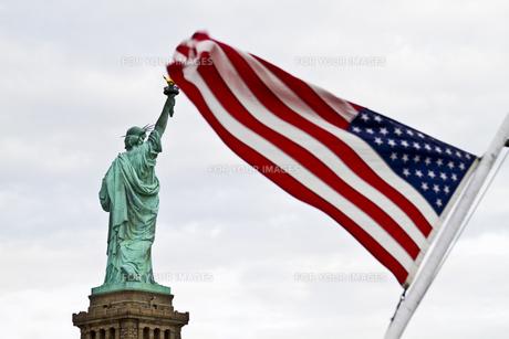 自由の女神と星条旗の写真素材 [FYI00119837]
