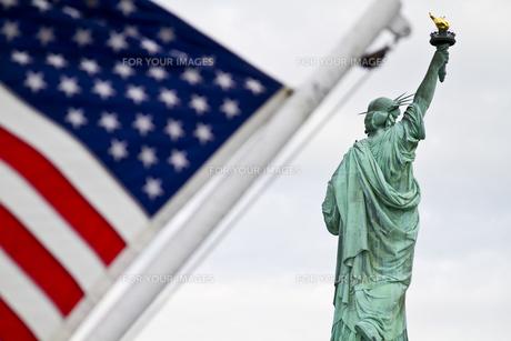 アメリカ国旗と自由の女神の写真素材 [FYI00119844]
