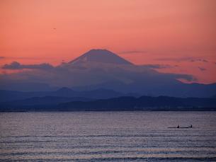 富士山とカヌーと鳥の写真素材 [FYI00119855]