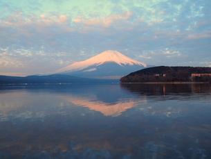 逆さ赤富士の写真素材 [FYI00119859]