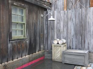 窓、街灯、木箱の写真素材 [FYI00119909]