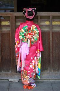 着物を着ている女の子の写真素材 [FYI00119973]