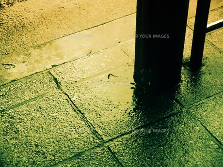 雨と地面の素材 [FYI00120047]