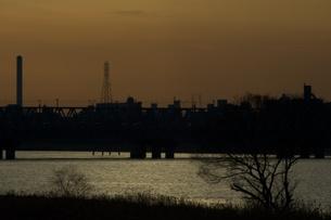 夕方の川の写真素材 [FYI00120095]
