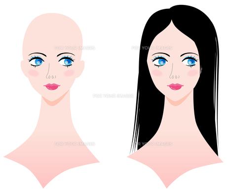 スキンヘッドと黒髪の女性の写真素材 [FYI00120615]