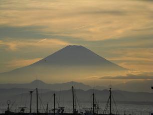 夕焼けの富士の写真素材 [FYI00121008]