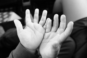 子供の手の写真素材 [FYI00121084]