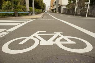 自転車の横断歩道の写真素材 [FYI00121114]