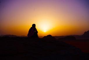 ワディラム砂漠の日の出の写真素材 [FYI00121151]