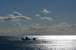漁船と海の写真素材 [FYI00121161]