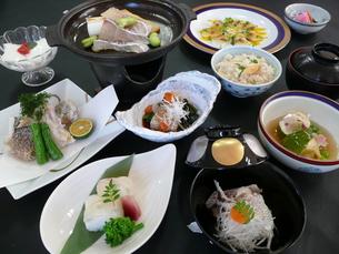 鯛を素材とした和食コースの写真素材 [FYI00121229]
