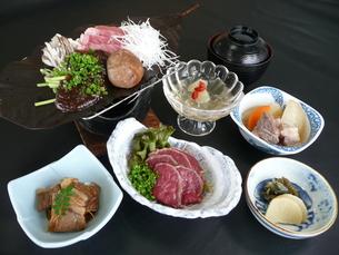 牛肉を素材とした和食コースの写真素材 [FYI00121252]