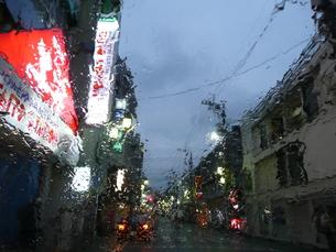 雨の街の写真素材 [FYI00121407]