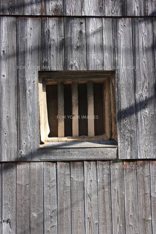 蔵の格子窓の素材 [FYI00121541]