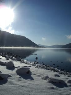 雪の箱根芦ノ湖の写真素材 [FYI00121653]