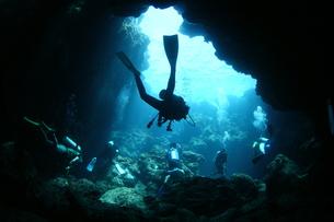 水中洞窟の素材 [FYI00121751]
