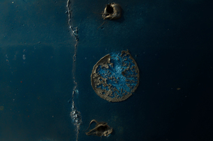 神秘的に美しい古いヒビのある壁の素材 [FYI00122036]