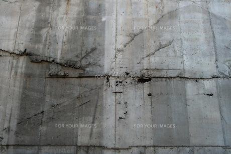 ヒビの入ったコンクリート壁の写真素材 [FYI00122054]