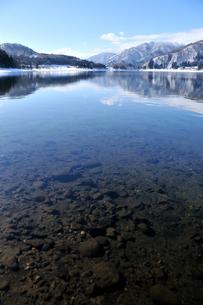 冬の青木湖の写真素材 [FYI00123194]