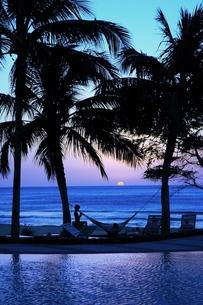南洋の落日の写真素材 [FYI00123336]
