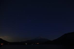 富士の星空の写真素材 [FYI00123440]