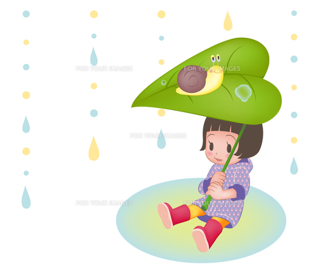かたつむりと木の葉で雨宿りする女の子(横位置)の写真素材 [FYI00124503]