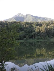 水面に映る利尻山の写真素材 [FYI00124647]