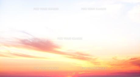 夕焼けの雲の素材 [FYI00124872]