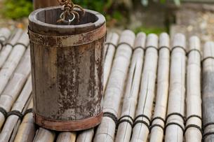 江戸時代古井戸の手桶の写真素材 [FYI00124926]