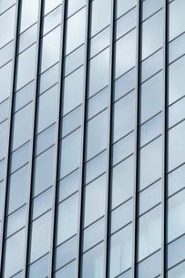 高層ビルの窓の写真素材 [FYI00124985]