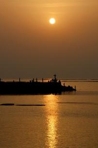 白浜の夕焼けの写真素材 [FYI00125623]