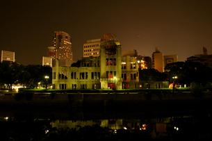 原爆ドーム(夜)の写真素材 [FYI00125661]