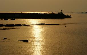 白浜の夕焼けの写真素材 [FYI00125759]