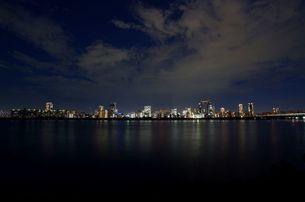 梅田の夜景と淀川の写真素材 [FYI00125802]