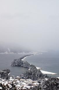 雪の天橋立の写真素材 [FYI00125816]