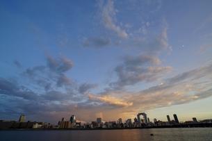 淀川と梅田の景色の写真素材 [FYI00125835]