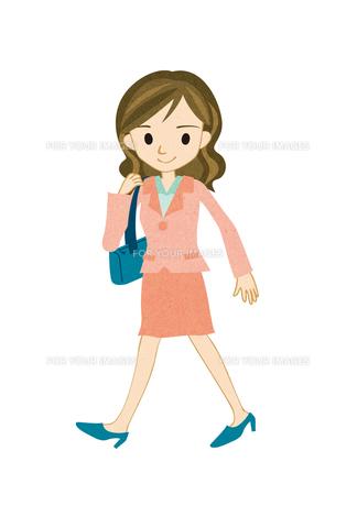 歩く若い女性の素材 [FYI00125937]